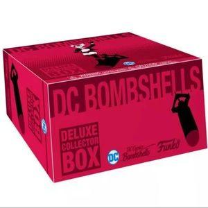 Dc bombshells collectors deluxe collector box
